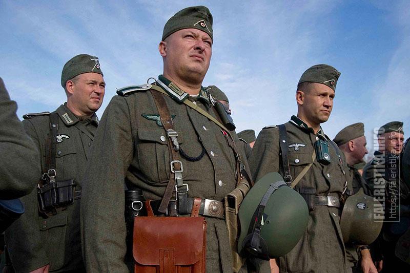 Реконструкторы в форме Вермахта. Фото Андрея Лобанова