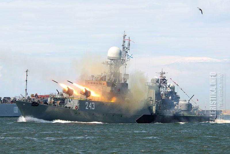 Пуск ракет на учениях ВМФ России. Фото Андрея Лобанова