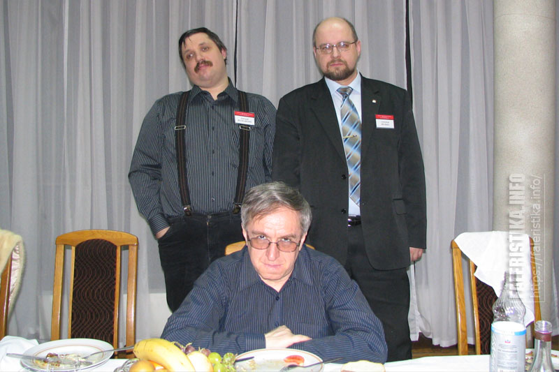 Дмитрий Волоихин с коллегами-писателями. Спереди - Эдуард Геворкян, справа - Александр Люлька
