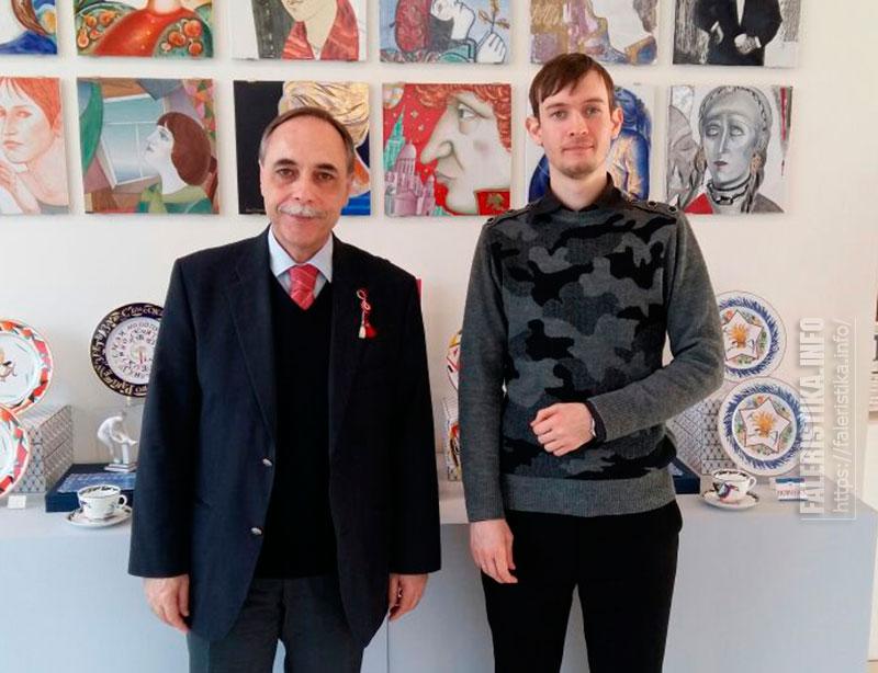 Чрезвычайный и Полномочный Посол Республики Болгария в Российской Федерации Бойко Коцев и искусствовед Михаил Тренихин
