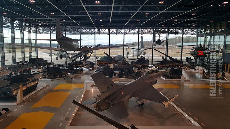 Военная техника. Nationaal Militair Museum — Национальный Военный Музей, Нидерланды