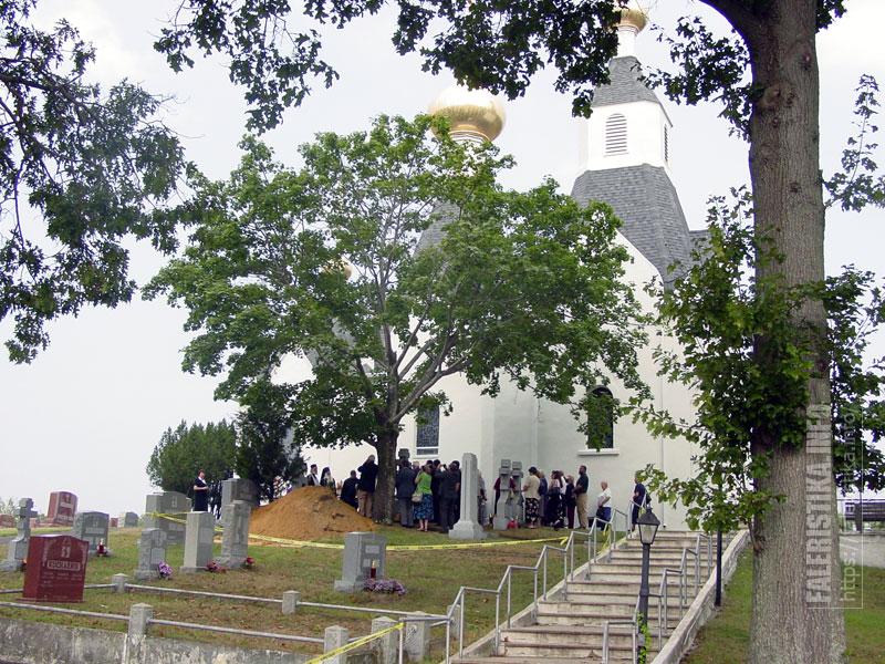 В сентябре 2005 г. состоялось перезахоронение праха А.И. Деникина из могилы на Свято-Владимирском кладбище (Нью-Джерси, США) в Москву. Одна из фотографий, сделанных А.Рудиченко во время эксгумации