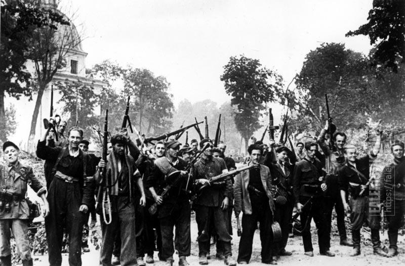 Литовские партизаны, освобождавшие от захватчиков Вильнюс вместе с красноармейцами