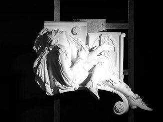 Экспозиция выставки «Метаморфозы фарфоровой пластики Инны Олевской»