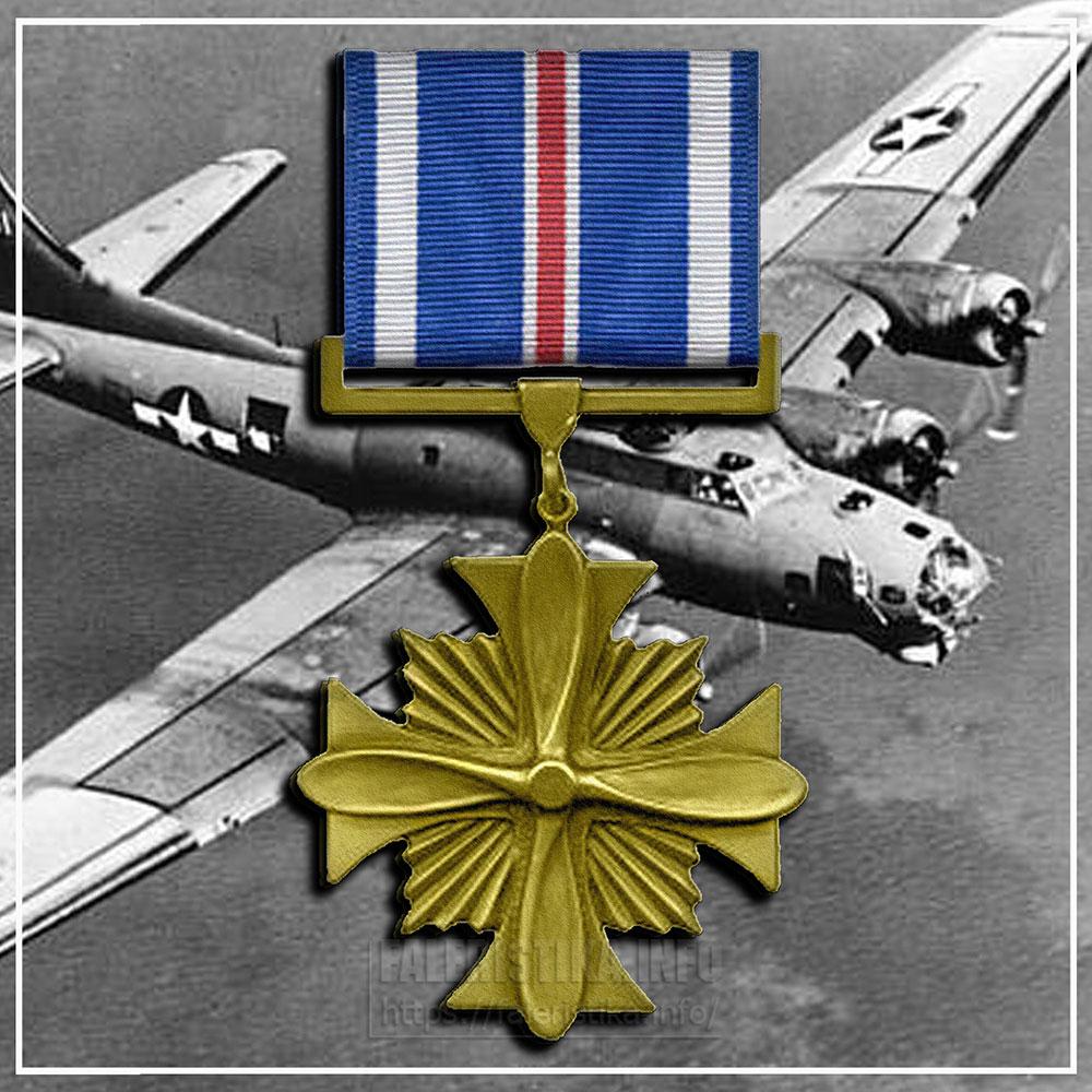США. Крест лётных заслуг (англ. Distinguished Flying Cross). Учреждён в 1926 году