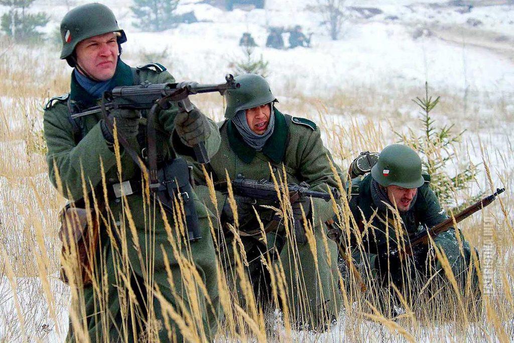 Злые хорошо вооружённые бойцы Вермахта