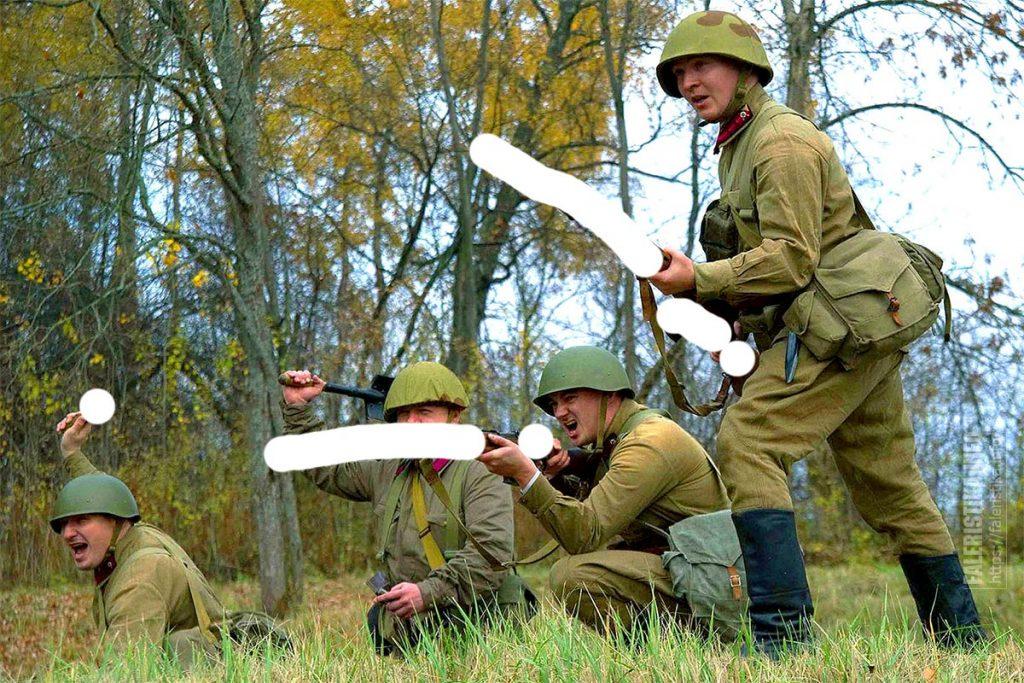 Советские бойцы с соблюдением исторически достоверных данных: на четверых одна сапёрная лопатка