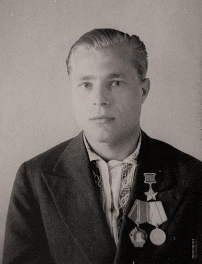 Александр Елисеевич Кривец (12 сентября 1919 — 27 января 1992) — деятель советского партизанского движения во время Великой Отечественной войны, Герой Советского Союза