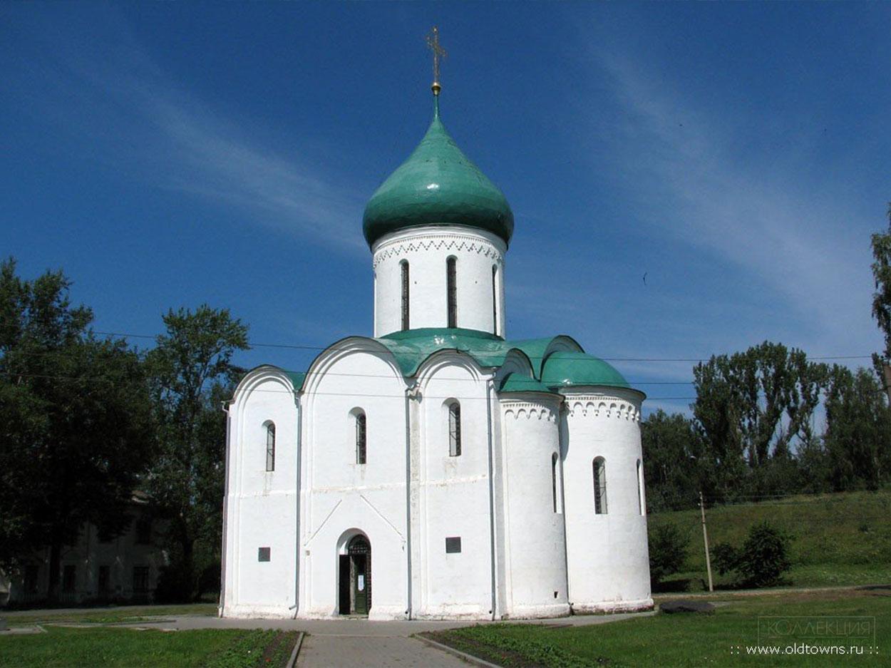 Собор, построен 1152-1158 гг. (http://www.oldtowns.ru/)